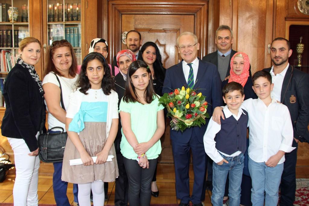 Tulpen für den Oberbürgermeister - Türkische Mädchen und